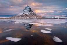 Kirkjufell mountain at da...