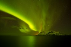 Aurora borealis over snow...