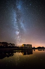 The Milky Way streaks ove...