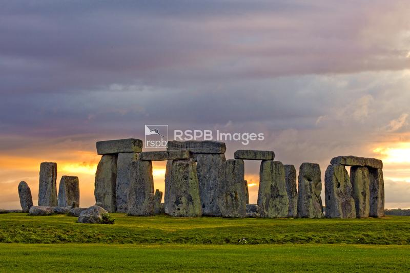 Stonehenge, gathering storm at Britain's largest and most famous stone circ ...